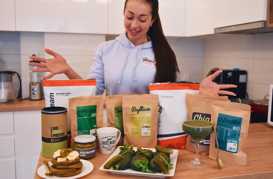 Пълен ден на хранене с био супер храни високи на фибри, пречистващи организма и зареждащи с витамини и минерали