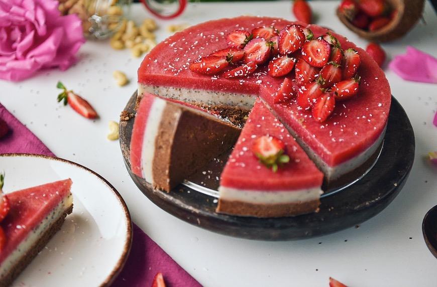Суров ягодов кейк